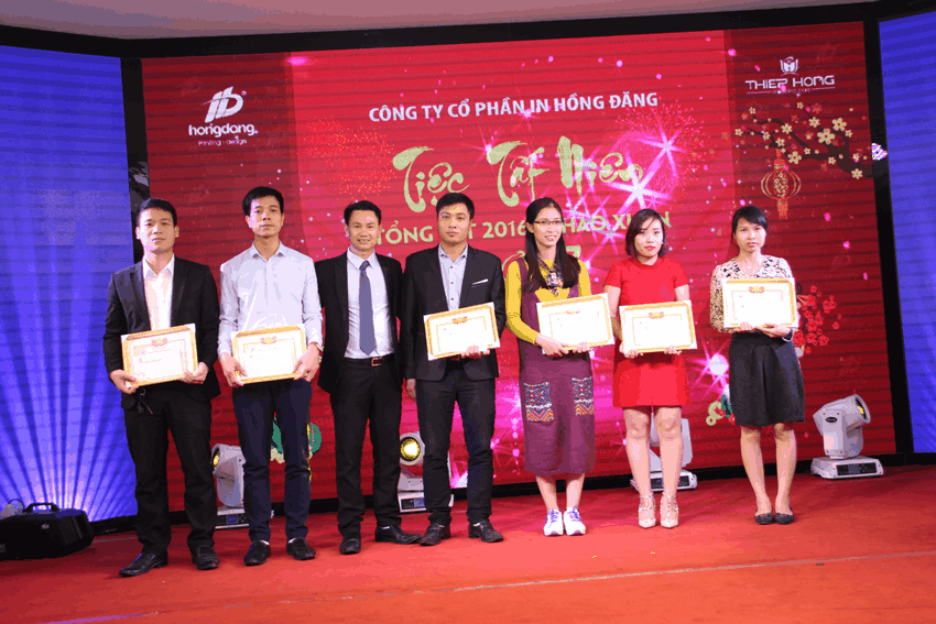 Khen thưởng nhân viên xuất sắc năm 2016